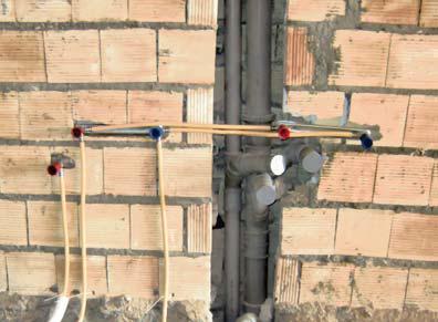 اجرای غلط-حرکت لوله به صورت افقی روی دیوار